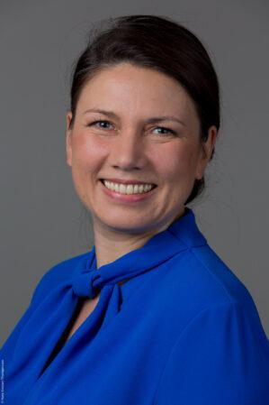 Høyres arbeidslivspolitiske talsperson Heidi Nordby Lunde er klar i sin omtale av Ap-forslaget om at folk som er permitterte nå må få feriepenger neste sommer så de kan ha råd til å ta seg noen ukers ferie. - Helt ko-kooo, sier Nordby Lunde om forslaget.