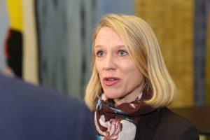 FRYKTER PENGEMANGEL: Anniken Huitfeldt (Ap) frykter alvorlig pengemangel i Forsvaret etter at det borgerlige stortingsflertallet ikke vil øke forsvarsbudsjettene. Foto: Bernt Sønvisen/Arbeiderpartiet