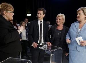 Erna Solbergs drøm om å bli statsminister for en borgerlig firepartiregjering blir nå angrepet fra flere av hennes tidligere regjeringskollegaer. - Ser vi på programmene til Venstre og Fremskrittspartiet, så er vel det lite sannsynlig, sier en av dem. - Livsfarlig for Høyre, sier valgforsker om at regjeringsoptimismen nå blir angrepet fra egne rekker.