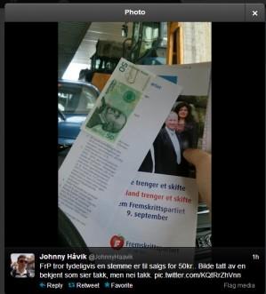 Fremskrittspartiet delte ut kontanter til velgerne på valgkampstand. Nå nekter de å si hvor pengene kommer fra, og blir møtt med påstander om stemmekjøp. Selv tar Frp ingen selvkritikk for utdelingen.