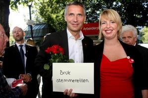 På en rykende fersk gallup som TV2 publiserer i kveld, går Arbeiderpartiet klart fram. Høyre går tilbake. De rødgrønne er nå større enn Frp/Høyre for første gang på lenge. Og ikke minst: I følge TV2 er Arbeiderpartiets oppslutning nå høyere enn på samme tid i 2009!