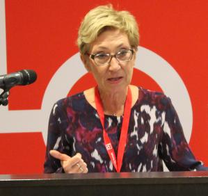LO-topp Peggy Hessen Følsvik går til harde angrep på regjeringen. - De selger ut arvesølvet vårt. De reverserer likestillingen. De tar Norge i stikk motsatt retning av det vi ønsker, sier hun. Hun er også skeptisk til at Høyre og Frp er i ferd med å bygge ned trepartssamarbeidet i arbeidslivet.