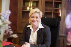 Med bare fire dager igjen til stortingsvalget, er det full krise for Frp. Partileder Siv Jensen (bildet) kan bli eneste Frp-representant fra Oslo, der partiet nå måles lavere enn småpartier som Venstre og Rødt. Samtidig øker Arbeiderpartiet.
