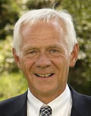 Tidligere Høyre-statsråd Victor D. Norman (bildet) refser Solberg-regjeringen for å gi mest i skattelette til de rikeste i Norge.