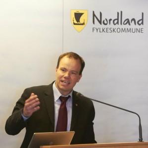 I dag har 41 år gamle Tomas Norvoll (Ap) overtatt som ny fylkesrådsleder i Nordland fylkeskommune. Han avløser Odd Eriksen som har ledet fylkesrådet siden 2006.